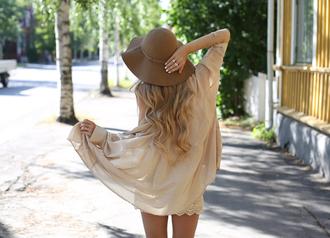 hat capeline brown hat