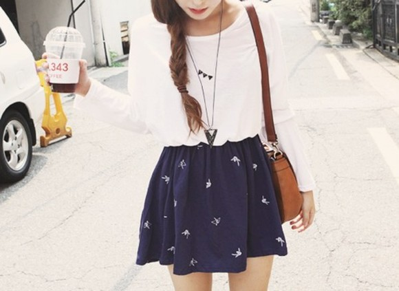 skirt blue blue skirt white sweater sweater necklace style gitl bag high waisted skirt birds shirt darkblue bird skater indie spring season summer outfits blue, white, skirt white birds blue dress printed skirt bleu printed dres navy dark blue white pattern short