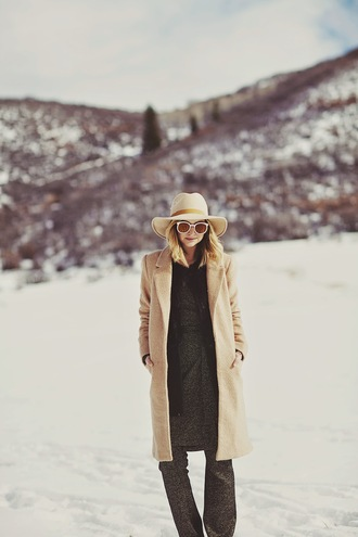 late afternoon blogger sunglasses hat camel coat flare charcoal