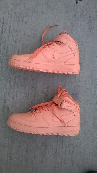 N U D E Nike's