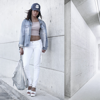 toybox by christina blogger jacket platform shoes white jeans denim jacket cap backpack spring outfits