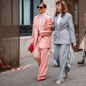 jacket,blazer,check blazer,double breasted,oversized,wide-leg pants,checkered pants,sneakers,pumps,turtleneck,sunglasses,earrings,handbag