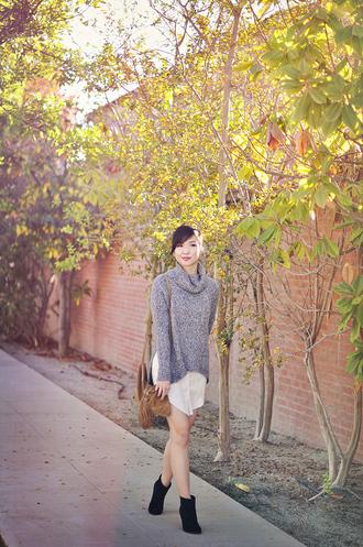 fresh fizzle blogger bag turtleneck white shirt fringed bag grey sweater grey oversized sweater