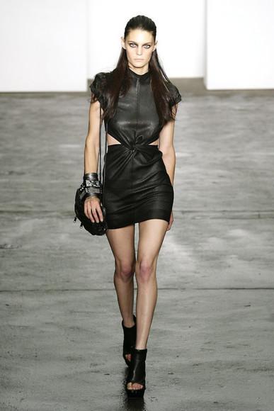 cuir noir robe