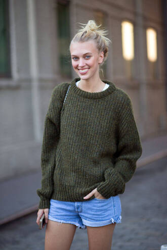 sweater fall outfits fashion week 2014 streetstyle knitted sweater knitwear denim shorts zara