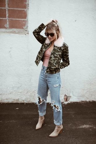 cara loren blogger top jacket jeans shoes camo jacket ankle boots ripped jeans