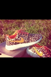 shoes,belt,nike roshe run,nike shoes womens roshe runs,leopard nike roshes,nike leopard shoes,nike running shoes,leopard print,nike shoes with leopard print,roshes,nike,nike shoes