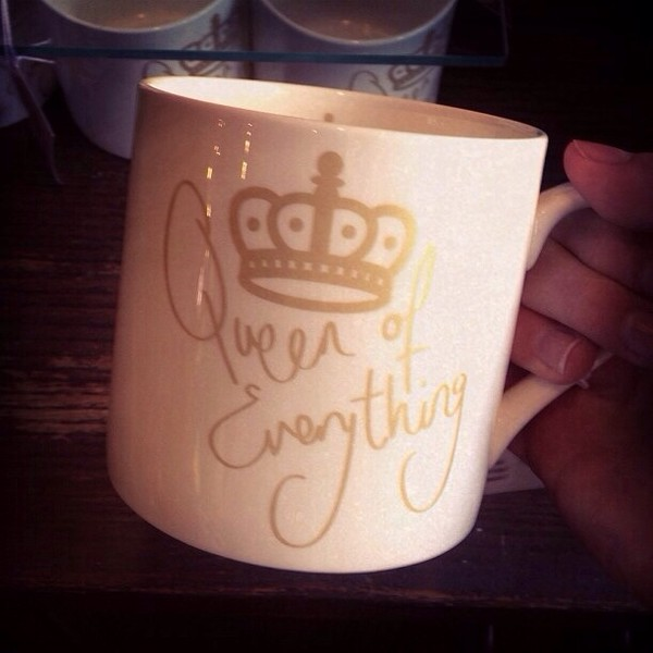 jewels queen of everything drink cup gold