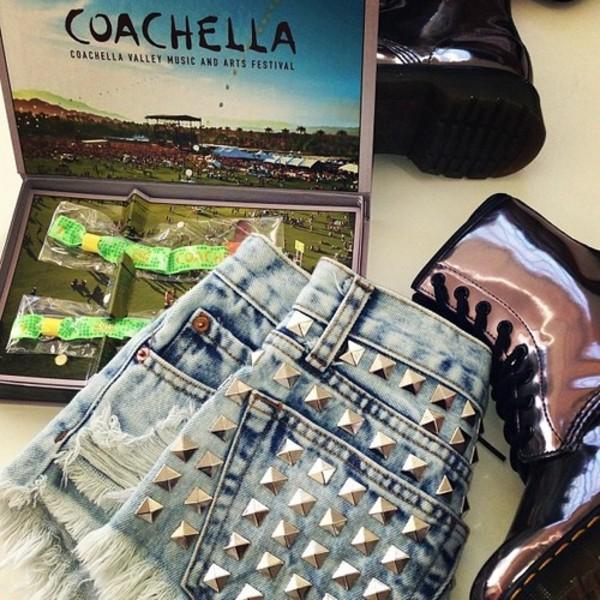 shorts dreamer girl studded festival vintage denim runwaydreamz summer love coachella indie fashion shoes belt jewels