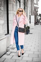 victoria tornegren,blogger,jeans,t-shirt,bag,classy,pink coat,pastel pink