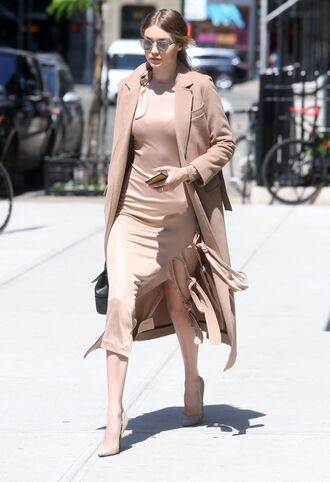 dress camel camel coat gigi hadid pumps spring outfits sunglasses coat nude coat beige coat pink dress blush pink slit dress nude heels model