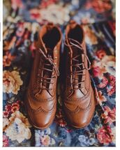 shoes,brown,leather,boots,ankle boots,lace up,brown booties,brown shoes,laces,cute,vintage,boots with laces,vintage boots,brown leather boots,brown leather booties,booties,detailing