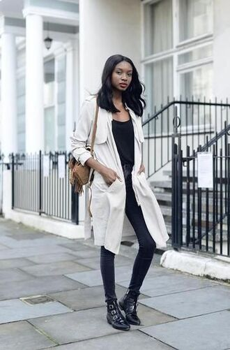 shoes white trenchcoat black top skinny jeans brown bag blogger buckle boots
