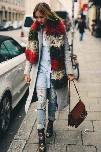 en vogue coop blogger fur scarf moccasins brown leather bag
