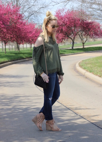 stylin in st. louis blogger top jeans shoes sunglasses bag cut-out shoulder top green top wedges spring outfits black bag