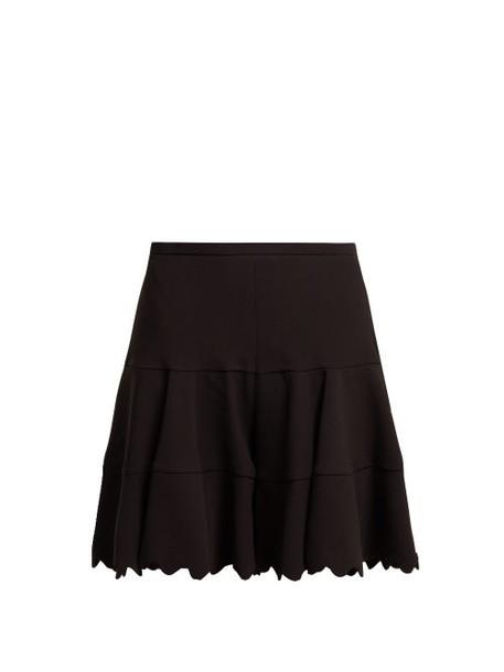 Chloé Chloé - Scallop Edge Tiered Crepe Shorts - Womens - Black