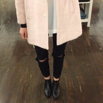 coat pink coat pink soft coat winter coat winter outfits soft pants black black pants tipped ripped jeans ripped pants ripped jeans shoes ankle boots boots shiny old school vintage black boots heels cut offs cut up jeans black jeans black ankle boots