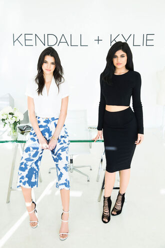 skirt kendall and kylie jenner kendall jenner kylie jenner black skirt culottes printed pants bodycon skirt matching set kendall + kylie label white blouse strappy shoes white sandals bodycon top two piece dress set two-piece sandals pants black the courtney kerr blogger