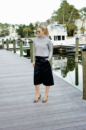 b soup blogger leopard print high heels turtleneck grey sweater culottes