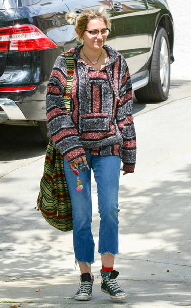 sweater hoodie jeans streetstyle paris jackson