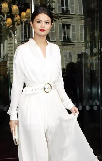 dress white dress selena gomez selena gomez dress white belt belt clutch white clutch selenators bag white red lipstick