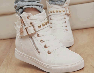 shoes white shoes studs high top sneakers white gold white gold high tops golden details scull zip sneakers rivets white pretty shoes white and gold high tops withe shoes white and gold shoes white gold michael kors high tops cute shoes style gold sequins white sneakers wedge sneakers
