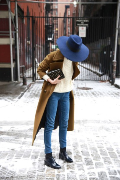 coat brown le fashion image blogger hat sweater jeans shoes blue hat white sweater green coat skinny jeans black ankle boots