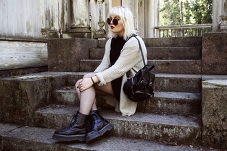 thelma malna blogger grunge knitted cardigan drmartens