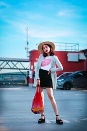 preppy fashionist,blogger,hat,jewels,t-shirt,jacket,skirt,bag,shoes,summer outfits,fishnet bag,platform sandals