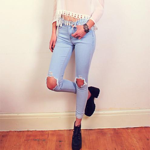 Ripped knee denim jeans – sirenlondon