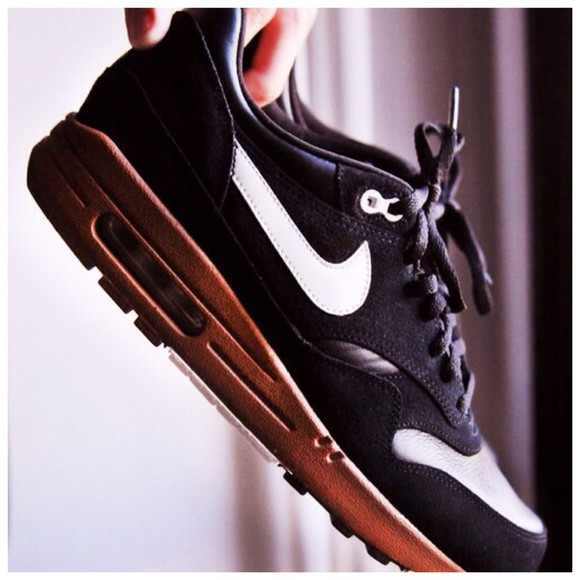 shoes white brown shoes black nike airmax 1 gold