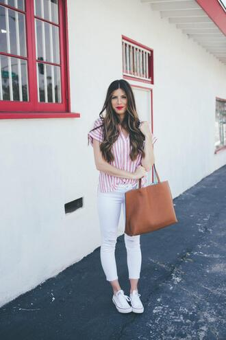 mint arrow blogger t-shirt jeans shoes bag make-up tote bag striped shirt sneakers white jeans
