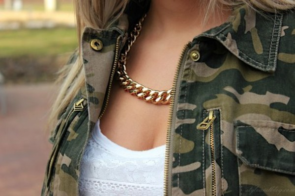 jewels army green jacket necklace gold chain jacket fall outfits camouflage coat jewelry set camouflage print white army green jewerly swag grunge vintage blogger urban
