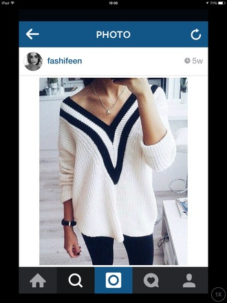 top black and white top v neck