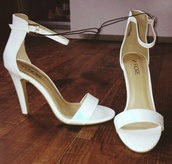 shoes,white sandal heels. mid heel.