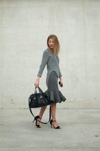 bam it's joanne blogger bag ruffle grey skirt grey sweater slit black sandals