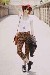 pants,leopard print,clothes