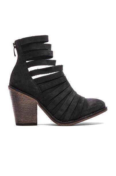 heel boot black