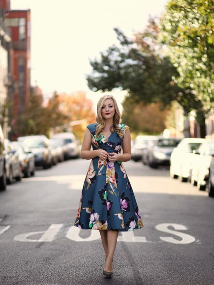 vintage blogger rach martino floral dress 60s style