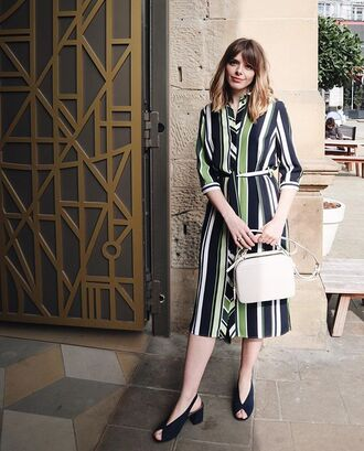 dress stripes midi dress black shoes sandals black sandals bag white bag