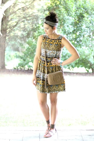 life & messy hair blogger dress patterned dress gucci bag flat sandals