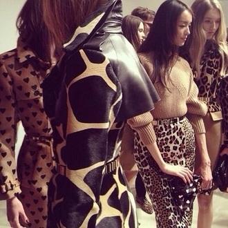 print fur beige pattern polyester burberry giraffe animal print
