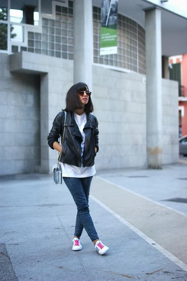 vintage shoes for her sunglasses jacket t-shirt jeans bag shoes