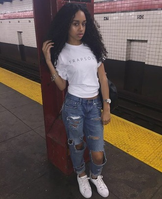 t-shirt c0cocurls bryson tiller t r a p s o u l concert new york city ripped jeans vibez yasss bitch yasss sneakers $$$$ shirt white