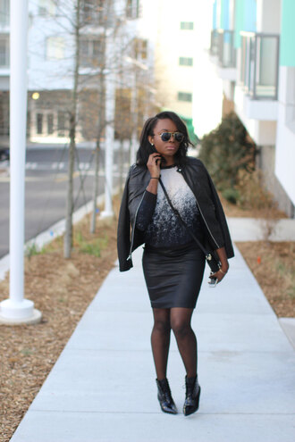 millennielle blogger winter outfits coated black skirt aviator sunglasses ombre leather jacket winter sweater