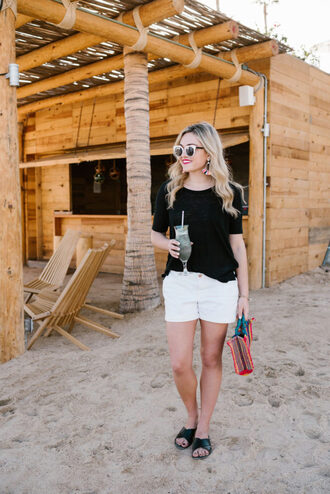 bows&sequins blogger t-shirt shorts shoes bag sunglasses jewels make-up