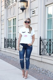suburban faux-pas,blogger,t-shirt,jeans,shoes,bag,sunglasses,jewels,face print,black sunglasses,printed clutch,ripped jeans,blue jeans,cuffed jeans,nude pumps,high heel pumps,pointed toe pumps