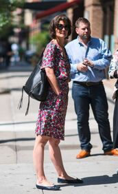 bag,dress,floral,floral dress,katie holmes,shoes,flats,black bag,sunglasses,summer dress,summer outfits