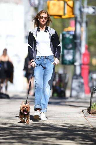 jeans karlie kloss sneakers jacket spring outfits top model off-duty