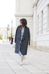 dulceida,blogger,long coat,grey coat,grey sweater,coat,shirt,jeans,shoes,sunglasses